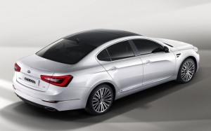 2013-Kia-Cadenza-Rear-Quarter-1024x640