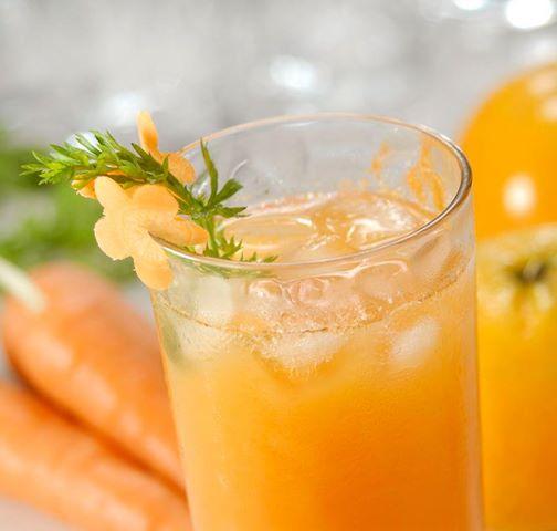 Sucos com frutas alaranjadas