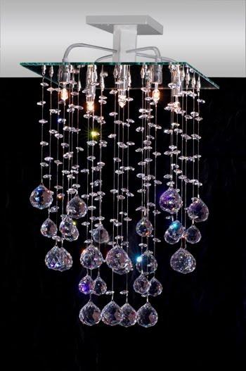 O lustre cascata está na moda e cada vez mais requisitado pelos decoradores.
