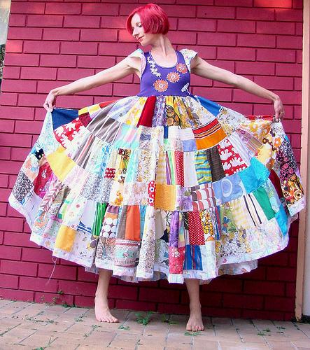 que tal um vestido de retalhos?