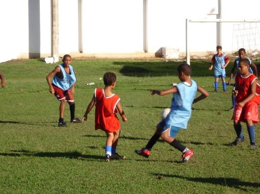 Não perca tempo e leve seu filho para uma escola de futebol, lembre-se esporte é saúde
