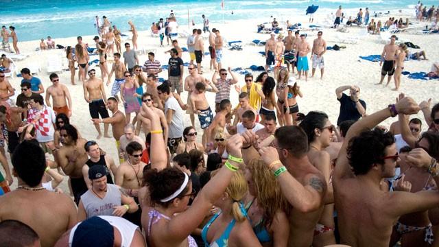 As festas do Spring breack em Cancun são as favoritas dos solteirões do mundo todo