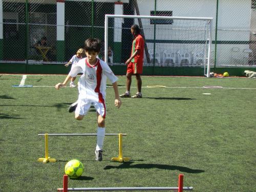 Milhares de crianças entram em escolinhas de futebol todos os dias