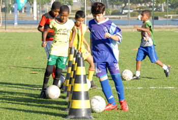 Milhares de crianças entram todos os dias para escolas de futebol
