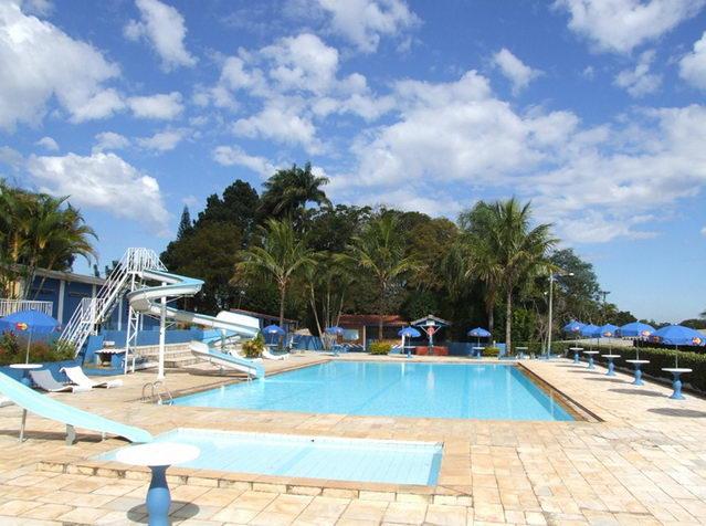 o Hotel Big Valley também proporciona uma linda piscina para relaxar