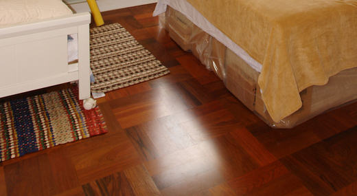 Os pisos de madeira são os mais indicados para os quartos