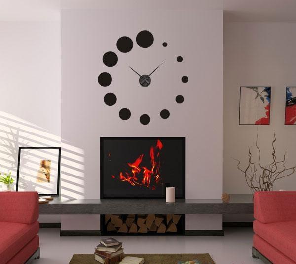 Existem empresas especializadas em montar e fazer relógios de parede personalizados do tamanho e cor que você quiser