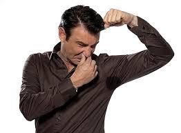 Como tratar excesso de suor nas axilas