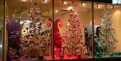 O natal é uma época onde todos entram na festa, com decorações em suas casas, ruas, cidades, shoppings, lojas e vitrines