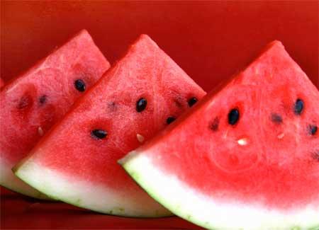 Alimentos que ajudam a desinchar o corpo