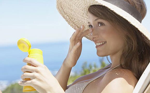 Passe protetor solar e cuide bem da sua pele (Foto: divulgação)