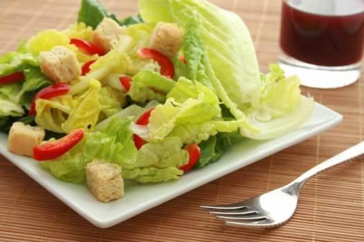 É recomendado fazer refeições mais leves no verão. (Foto: Divulgação)