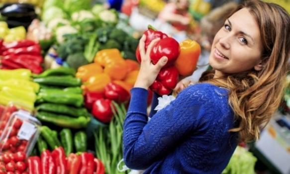 Compre legumes frescos na feira livre. (Foto: Divulgação)