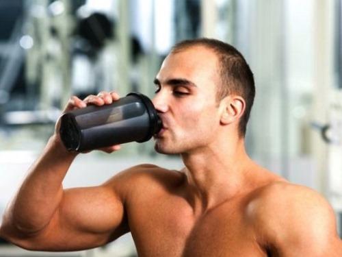 Beba bastante  água, isso ajuda a aumentar sua imunidade (Foto: Divulgação)