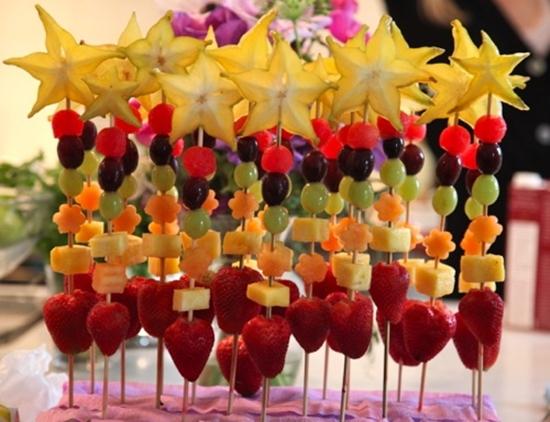 Os espetinhos de frutas são perfeitos para o réveillon 2015 (Foto: Divulgação)