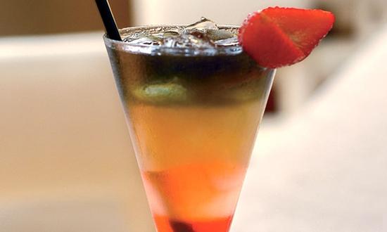 Frutas na borda das taças com drinks é uma ótima ideia para utilizar as frutas (Foto: Divulgação)