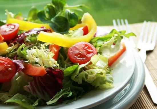 Mantenha uma boa alimentação, longe do excesso de sal e sódio (Foto: Divulgação)