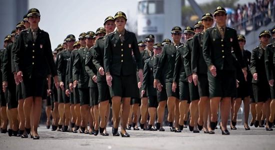 Milhares de mulheres se alistam todos os anos (Foto: Divulgação)