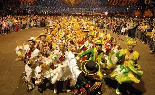 As festas juninas são repletas de shows e danças caipiras (Foto: Divulgação)