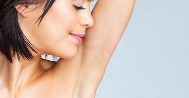Como evitar o escurecimento das axilas - Axilas escurecidas são um problema comum entre muitas mulheres (Foto: Divulgação)