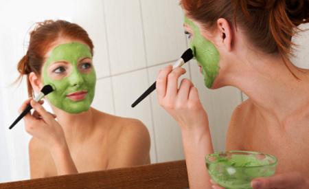 Máscaras caseiras para combater rugas com abacate apenas (foto ilustração)