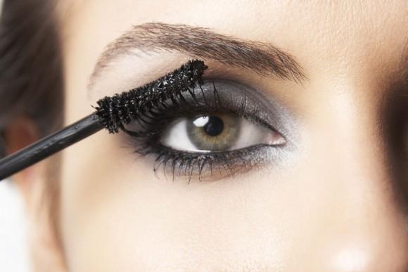 A combinação de sombra, rímel e delineador deixam os olhos em destaque