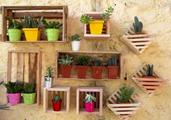 Caixotes de madeira podem ser úteis para colocar vasos