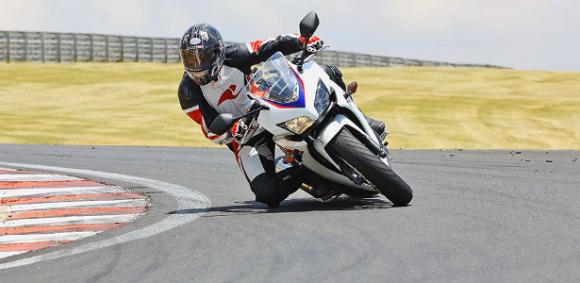 Honda CBR 500R: uma moto de grande porte